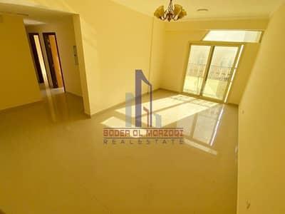 فلیٹ 2 غرفة نوم للايجار في مويلح، الشارقة - 45 Days Extra ! Luxury 2bhk Only 35K By Balcony + Parking + Wardrobes ! New Muwelieh.