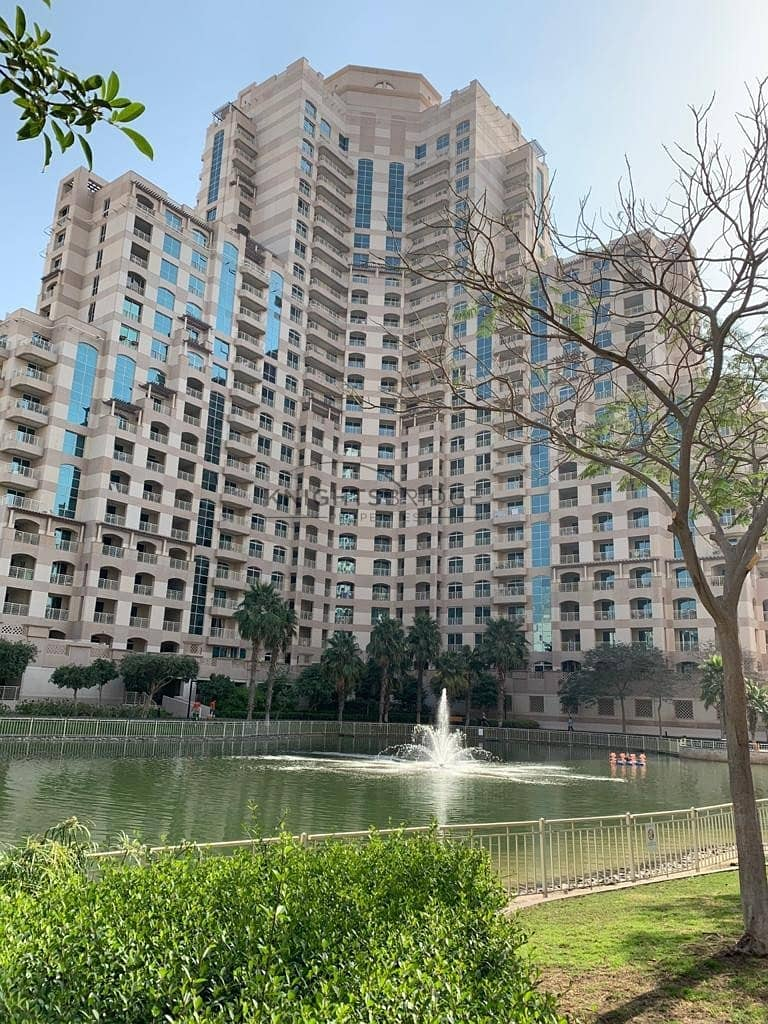 Spacious 2 Bed High Floor Golf Course View Chiller Free