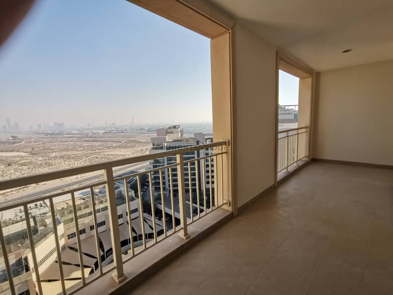 24 Spacious 2 Bed High Floor Golf Course View Chiller Free