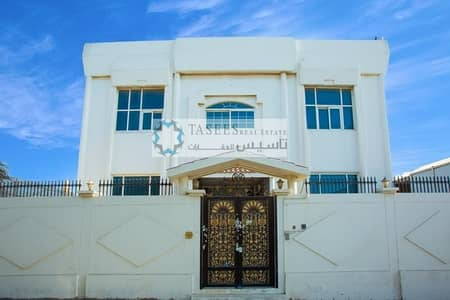 فیلا 8 غرف نوم للبيع في ديرة، دبي - A Huge 8 Bedroom Corner Villa located in Abu Hail