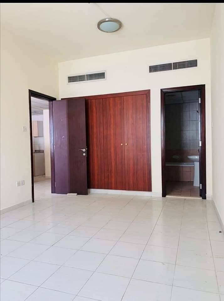 شقة في الحي الإماراتي المدينة العالمية 1 غرف 310000 درهم - 4474173