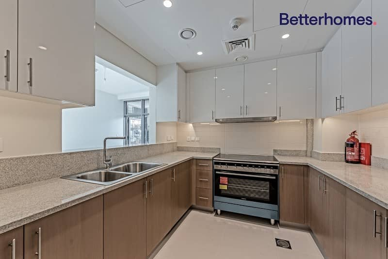 2 Brand New | Fully-Fitted Kitchen| Boulevard View