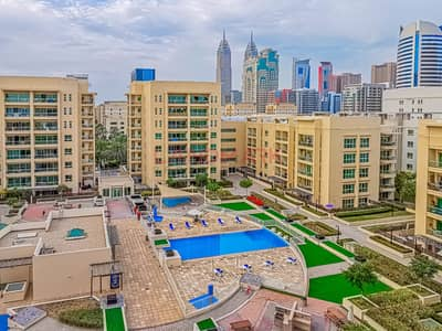 2 Bedroom Apartment for Sale in The Greens, Dubai - 2BR on top floor | Corner balcony with pool and city view | Parking | Pool | Gym | Kids Play areas