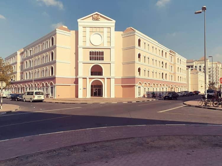شقة في الحي الإيطالي المدينة العالمية 205000 درهم - 4995574