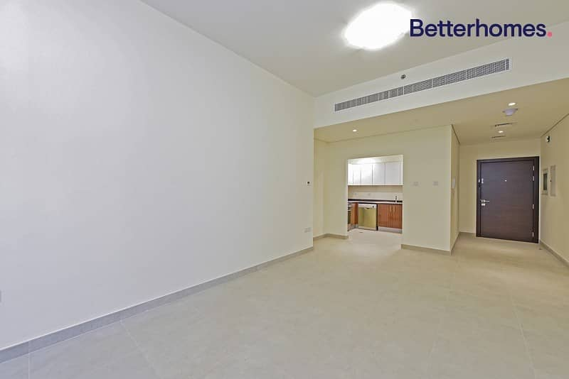 Unfurnished | Vacant | Kitchen appliances available