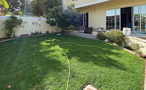 Beautiful  4 bed villa with a private garden Jumeirah 3