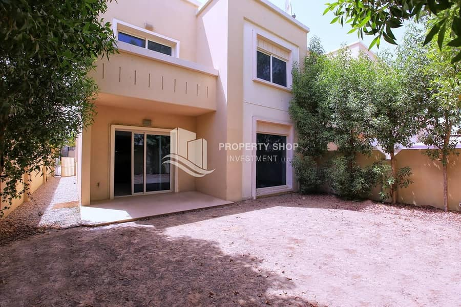 2 Impressively Huge 4+Maid Villa & Spacious Backyard!