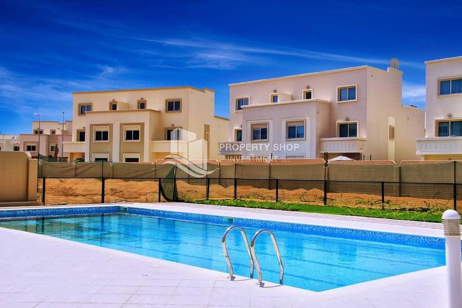 22 Impressively Huge 4+Maid Villa & Spacious Backyard!