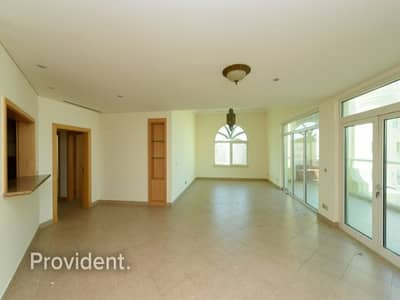 3 Bedroom Flat for Sale in Palm Jumeirah, Dubai - Exclusive well Maintained Rented Sea View