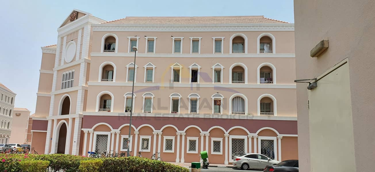 شقة في الحي الإيطالي المدينة العالمية 17000 درهم - 4878676