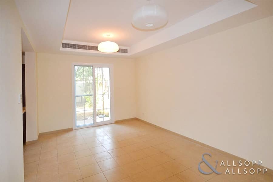 2 2 Bedrooms | Opposite Parks | Single Row