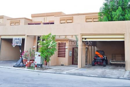 A Spacious Townhouse with Pool & Rental Back
