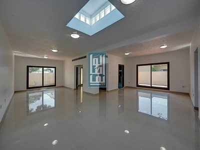 3 Bedroom Villa for Rent in Jumeirah, Dubai - SPACIOUS 3 BR+M VILLA WITH | PRIVATE GARDEN !!!