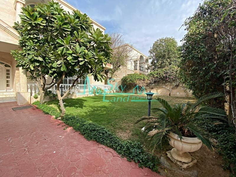 2 Beautiful 5 Bed Independent Villa With A Garden