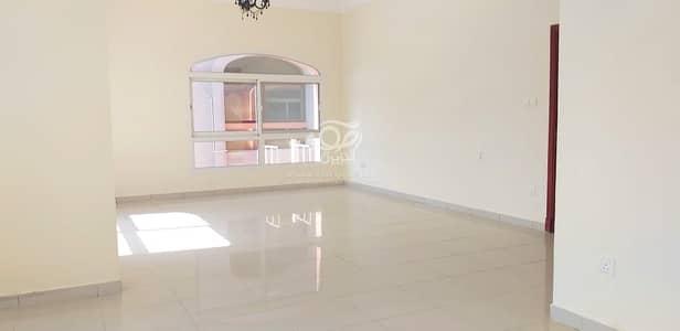 فیلا 4 غرف نوم للايجار في الكرامة، أبوظبي - Spacious and Well maintained  Villa with Maidsroom in a Pri me Location