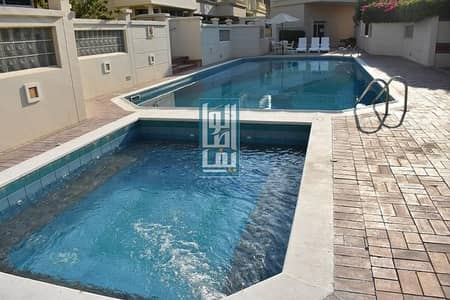 Spacious 4 Bed Big Private Garden Area! Shared Pool!!