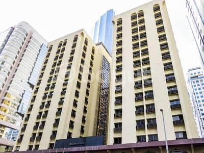 شقة 1 غرفة نوم للايجار في شارع حمدان، أبوظبي - شقة في شارع حمدان 1 غرف 44000 درهم - 5001290