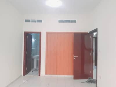 فلیٹ 1 غرفة نوم للايجار في المدينة العالمية، دبي - عرض مميز شهر مجاني + صيانة مجانية + بلكونة + مبنى عائلي بالكامل