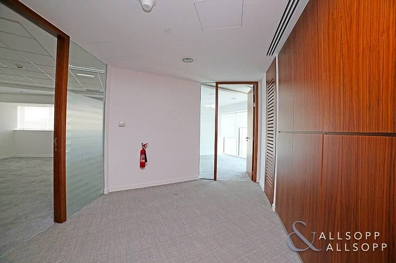2 Fitted Office | Close to Metro | Chiller Free