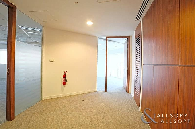 10 Fitted Office | Close to Metro | Chiller Free