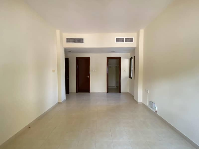 2 bhk 42000 ome month free /cheiler fix