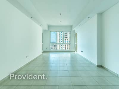 2 Bedroom Flat for Rent in Palm Jumeirah, Dubai - Sea View | Well Maintained |  Bright Living Room