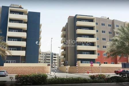 شقة 3 غرف نوم للبيع في الريف، أبوظبي - A Type D Unit with Balcony and Allocated Parking