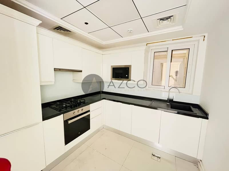 2 LUXURY LIVING   FITTED KITCHEN   POOL VIEW
