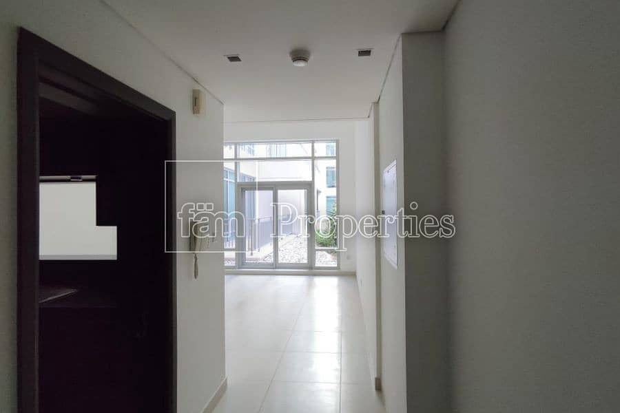 Bright|With study| Well maintained| Courtyard view
