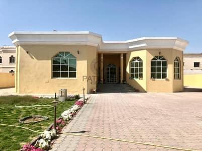 فیلا 6 غرف نوم للايجار في البرشاء، دبي - Well Maintained  Single Story 5-BR Villa With Service Block