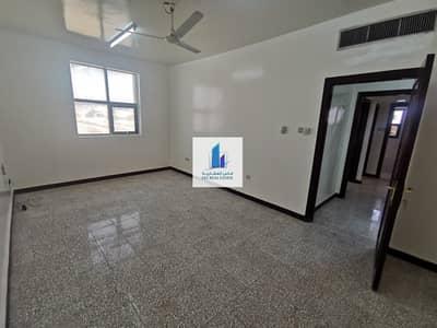 شقة 2 غرفة نوم للايجار في بني ياس، أبوظبي - On the main road from the owner directly