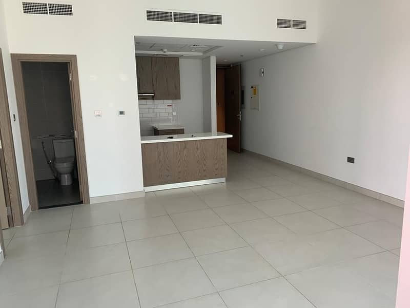 Mont Rose - 1 B/R Apartment with Balcony - Nice Clean Apartment 35-k - 6 Chqs ( 13 Months Contract )