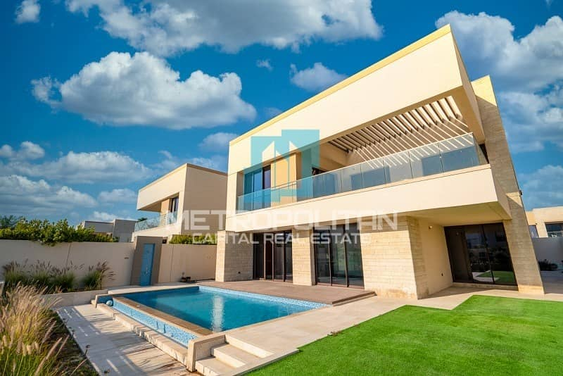 Beachfront Living|Extravagant Layout| Private Pool