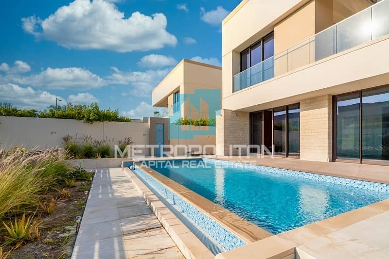 2 Beachfront Living|Extravagant Layout| Private Pool