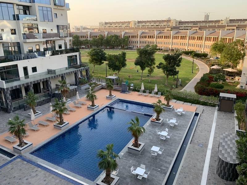 OIA Residence Clear Pool N Courtyard View