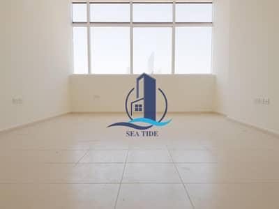 شقة 2 غرفة نوم للايجار في شارع السلام، أبوظبي - Well- Maintained 2 BR Apartment with Parking