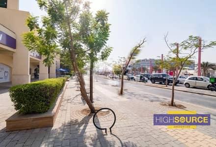 محل تجاري  للبيع في موتور سيتي، دبي - Front Facing Shop For Sale In Motor City   Same Lane KFC   Prime Location