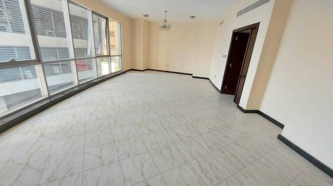 شقة في كورنيش البحيرة 3 غرف 62000 درهم - 5008436