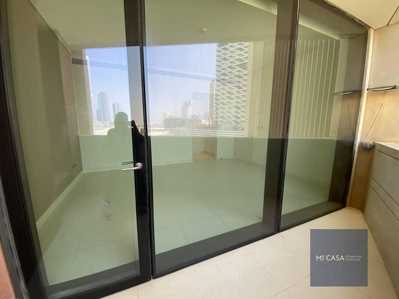 2 Vacant   Elegant and cozy  with balcony