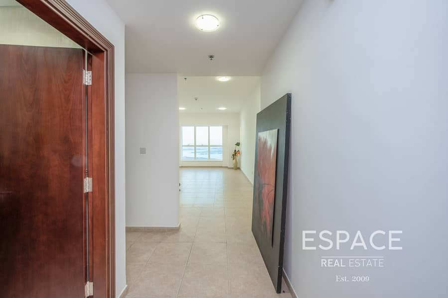 2 Sea View - Vacant - Spacious Apartment