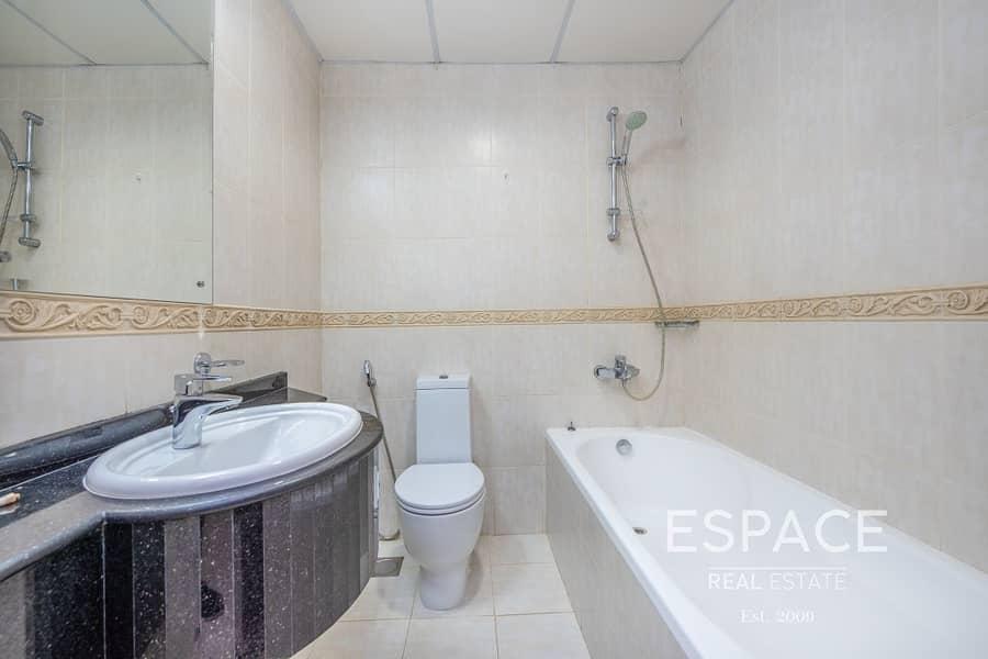 12 Sea View - Vacant - Spacious Apartment