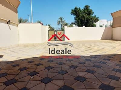فیلا 4 غرف نوم للايجار في البطين، أبوظبي - Charming 4BR + maid room villa with yard and garden