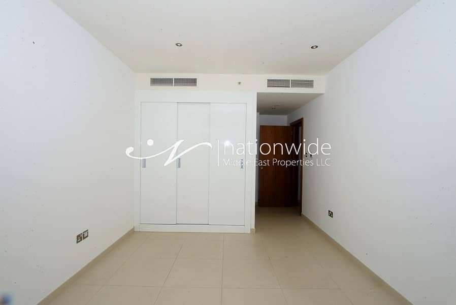 2 A Stunning Unit w/ Sea View Great For Investment