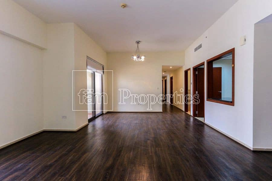 Huge wel maintained apartment/ no commision