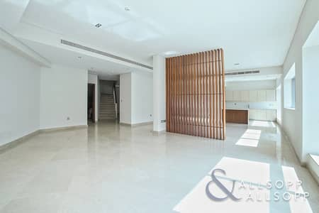 3 Bedroom Villa for Sale in Dubai Marina, Dubai - Triplex Villa | 3 Beds | Private Terrace
