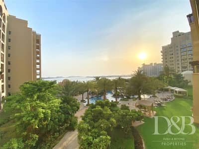 2 Bedroom Flat for Sale in Palm Jumeirah, Dubai - Full Sea View | Large Balcony | Well Miantained