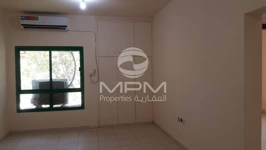 1 Bedroom Flat for Rent in Madinat Zayed, Abu Dhabi - Window AC | Balcony | Wardrobes | 4 Chqs