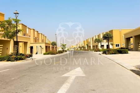 End Unit| 3 Bedroom Cluster Home| On pool and park