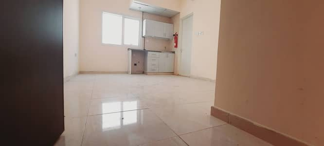 Studio for Rent in Muwailih Commercial, Sharjah - Spacious studio flat availble Close to bus stand rent just 12000