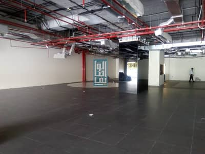 SEMI FITTED SHOWROOM ON SHEIKH ZAYED /PRIME LOCATION